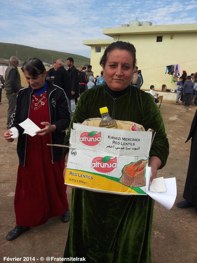 Distribution-panier-repas-Alqosh-femme-refugies-fevrier-2014