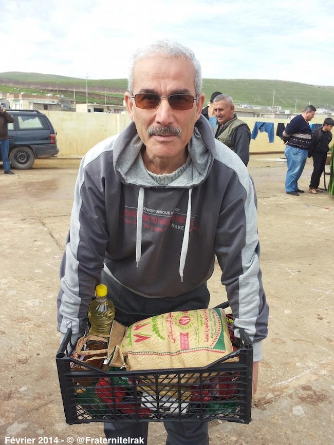 Distribution-panier-repas-Alqosh-homme-refugies-fevrier-2014