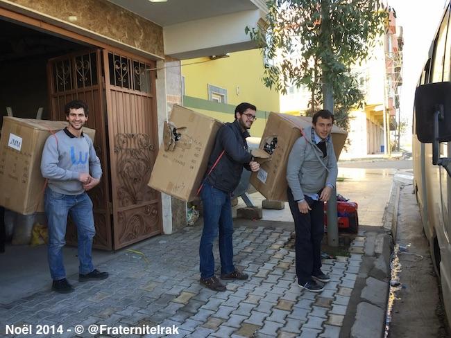 Produits-hygiene-bus-Dihuk-benevoles-portage-dos-cartons-noel-2014
