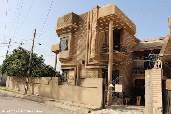 1)ecole-Erbil-fille-exterieur-mars-2015