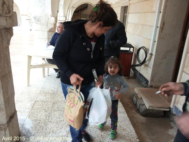 10) petite fille et maman sacs