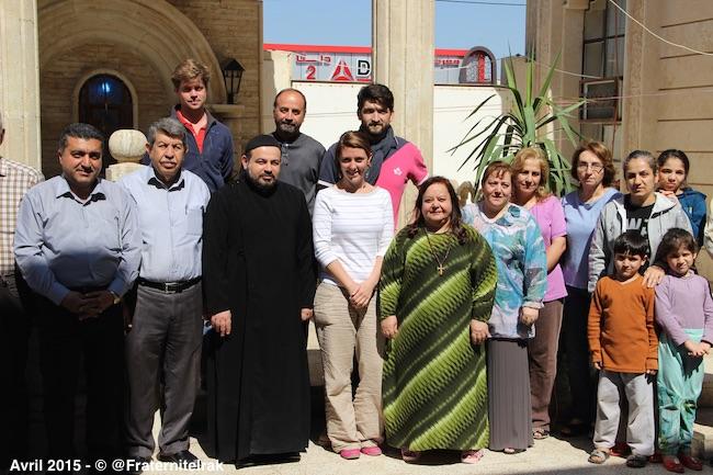 photo-groupe-benevole-irakien-paroisse-syriaque-orthodoxe-paques-avril-2015