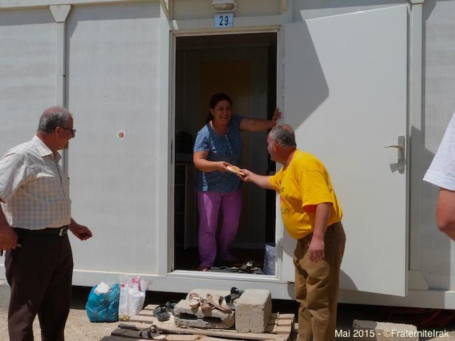 30)distribution-gratuite-femme-caravane-ashti-erbil-mai-2015