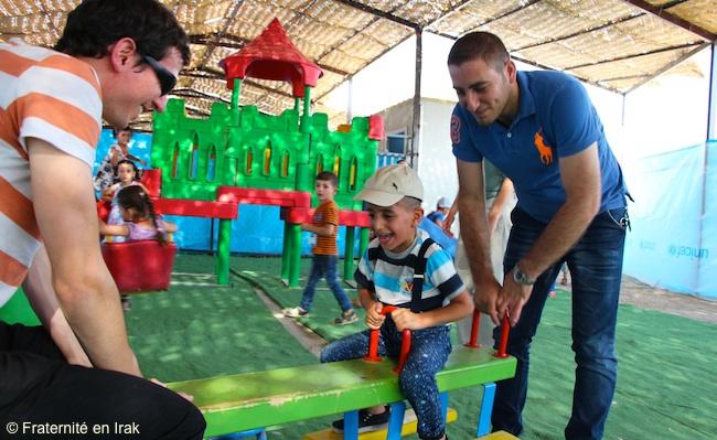 jeux-balancoire-benevoles-enfants-centre-activite-erbil-mi-aout-2015
