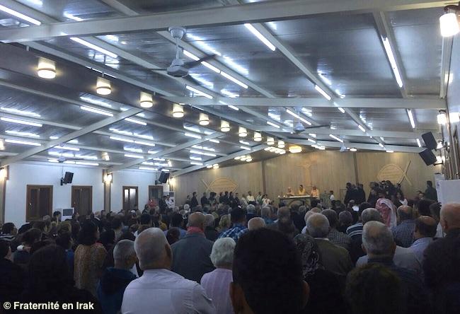 inauguration-eglise-autel-vu-de-la-salle-5-novembre-2015