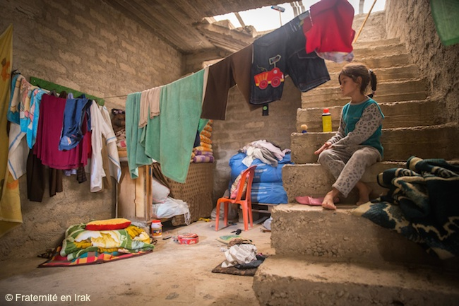 maison-famille-yezidis-bozan-petite-fille-nov-2015