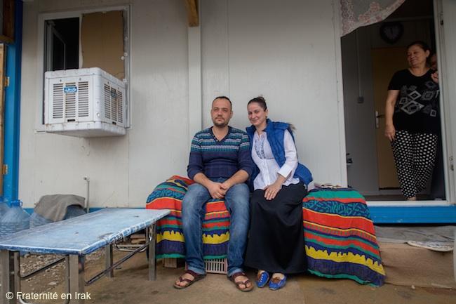 En Irak, être un jeune couple dans un camp de déplacés