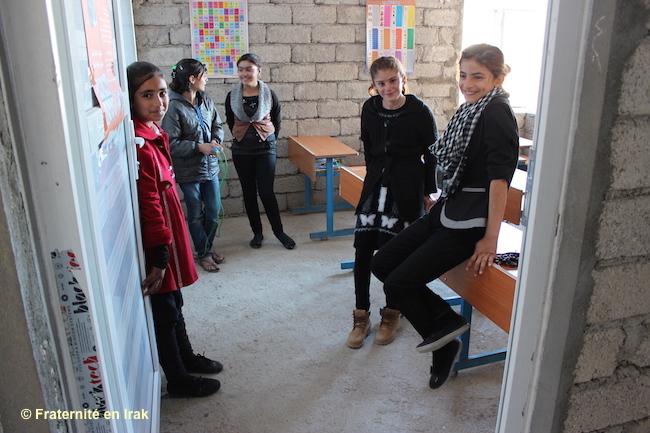 Jeunes-filles-yézidies-école-Bozan