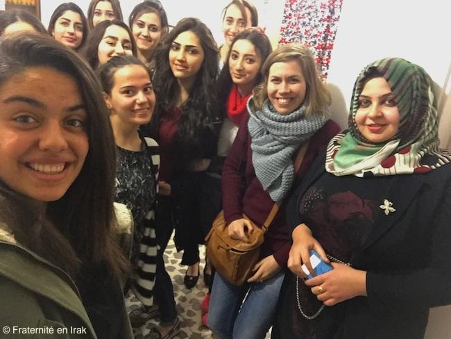 selfie-etudiants-kirkouk-benevole-fei-fevrier-2016