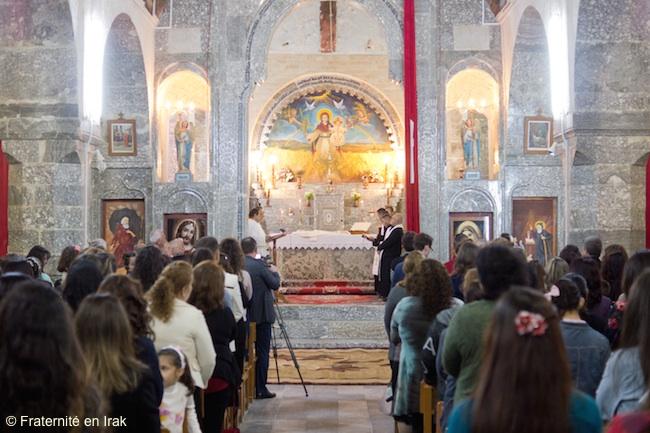 jeudi-saint-lavement-pied-assemblee-eglise-monastere-alqosh-mars-2016-FB