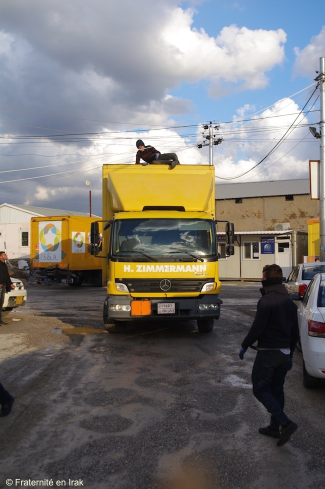 FB-arrivee-camion-reservoi-camp-ashti-2-02-01-16