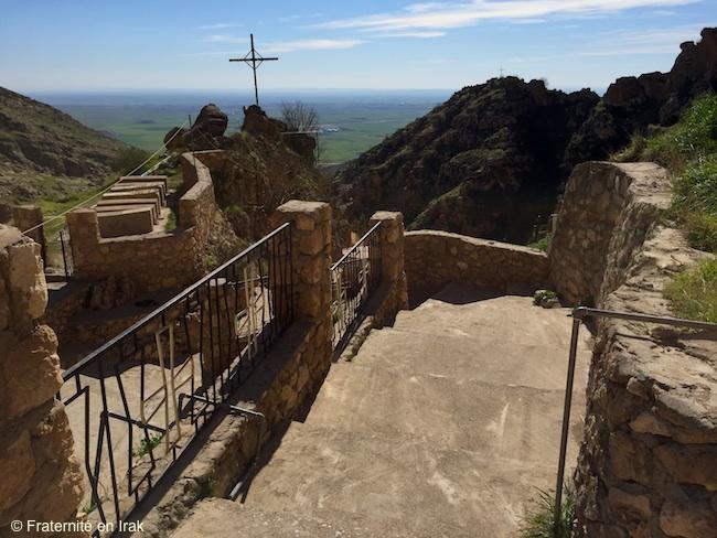alqosh-vue-monastere-croix-plaine-ninive-irak-fevrier-2016