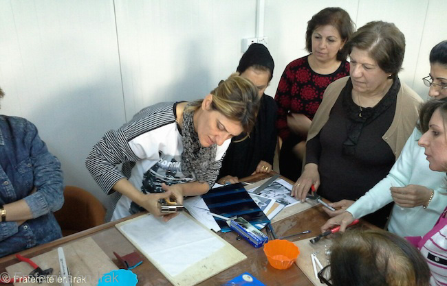 femme-atelier-mosaqiue-mars-2016