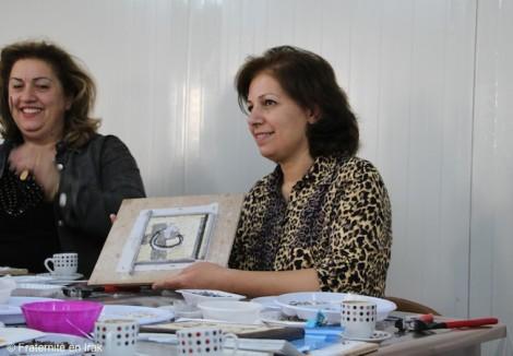 Fraternité en Irak ouvre un atelier d'artisanat pour les femmes du camp d'Ashti