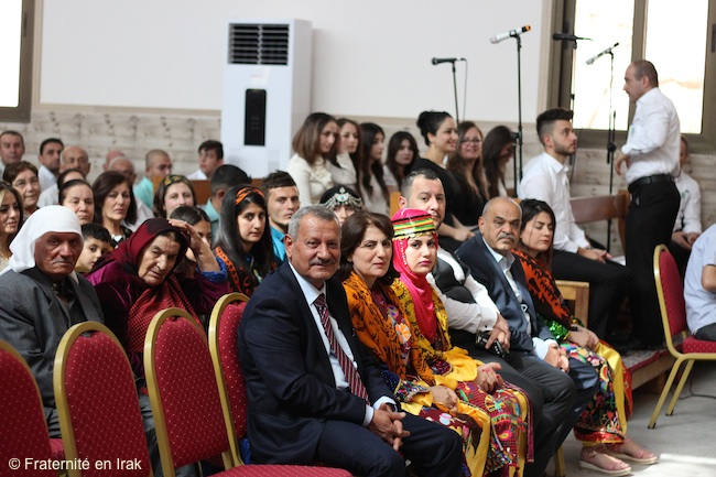 famille-rony-habits-traditionnels-ordination-prtrer-iraq-aout-2016