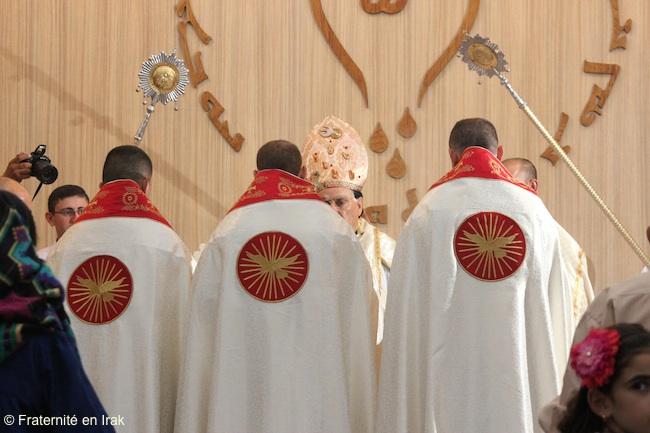 nouveaux-habits-pretres-ordinations-irak-aout-2016