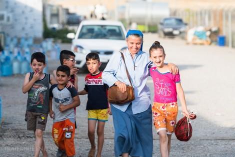 La tendresse dans l'exode avec les Petites Soeurs de Jésus à Ashti