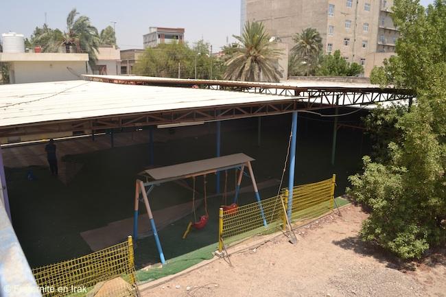 cour-actuelle-maternelle-ecole-bassorah-fraternite-en-irak-aout-2016