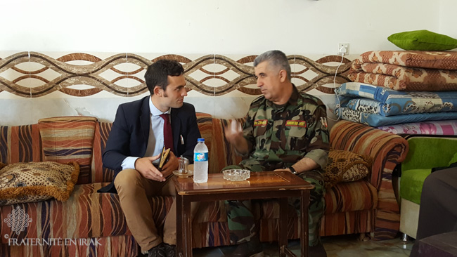 A member of the Brotherhood with Iraq discussing with Ato Zebari, who co-leads the front line of the Khazer zone.