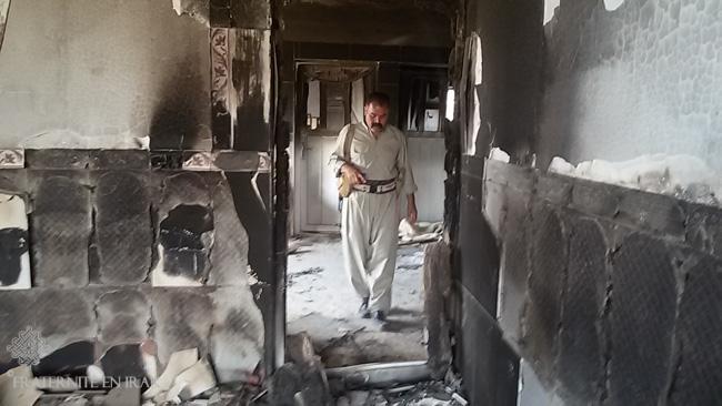 homme-kakai-inspecte-maison-deminage-fraternite-en-irak