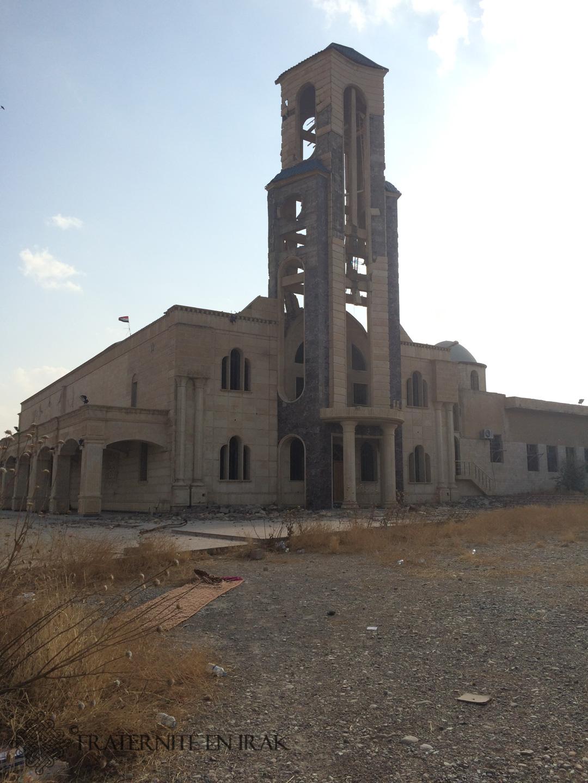 L'église Mar Youhana (St Jean-Baptiste), qui accueillait la deuxième plus grande paroisse de Qaraqosh, a perdu ses cloches et son clocher est endommagé