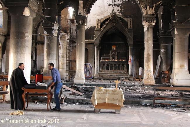 al-tahira-preparation-autel-premiere-messe-qaraqosh-liberee-octobre-2016