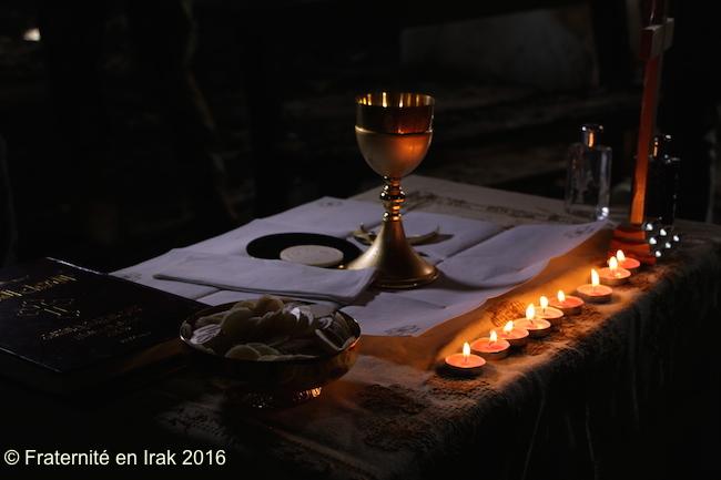 autel-bougies-al-tahira-premiere-messe-qaraqosh-liberee-octobre-2016