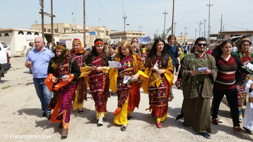 procession-qaraqosh-habits-traditionnels-rameaux-2017-Fraternite-Irak