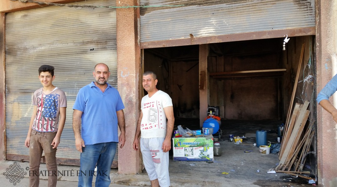 À Qaraqosh, Adnan travaille le bois de l'espoir