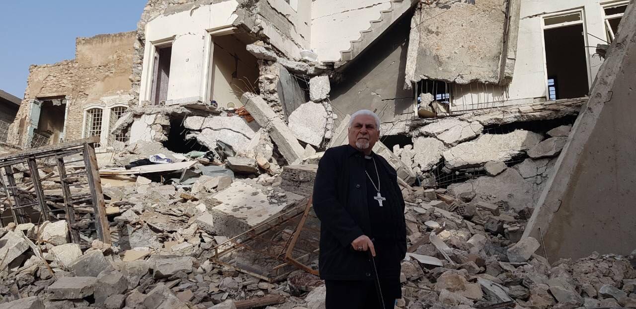 mgr-petros-mouche-gravats-cathedrale-al-tahira-mossoul-janvier-2018-fraternite-irak