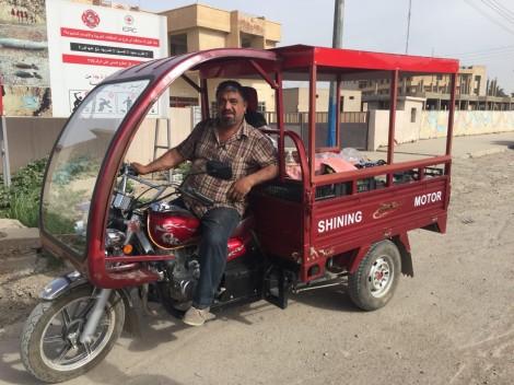 À Qaraqosh, Fraternité en Irak a racheté l'outil de travail de Munir