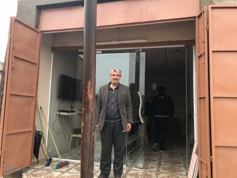 Nabeel, gérant du premier centre de jeux vidéo de Bartella après Daech