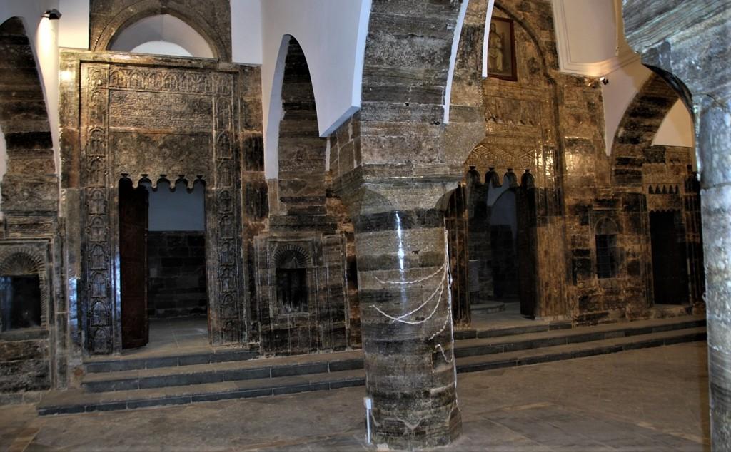 Fig. 8 Le sanctuaire avec ses trois portes