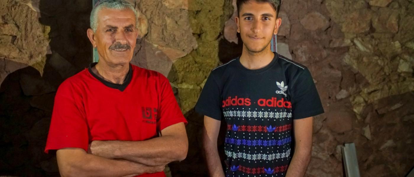 Majid et Fadi, un duo père-fils menuisiers PVC pour la ville de Bartella