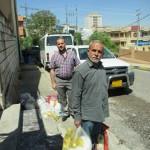 Yelda, villageois de Sharanish est venu chercher son kit alimentaire et d'hygiène offert par FEI