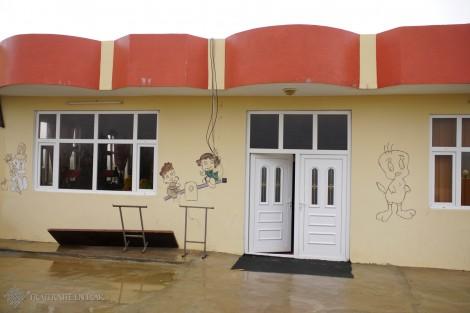 Peinture fraîche pour l'école de Levo