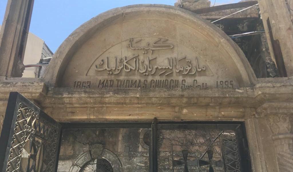 Fraternité en Irak finance la réfection des portes et fenêtres de l'église Mar Toma de Mossoul