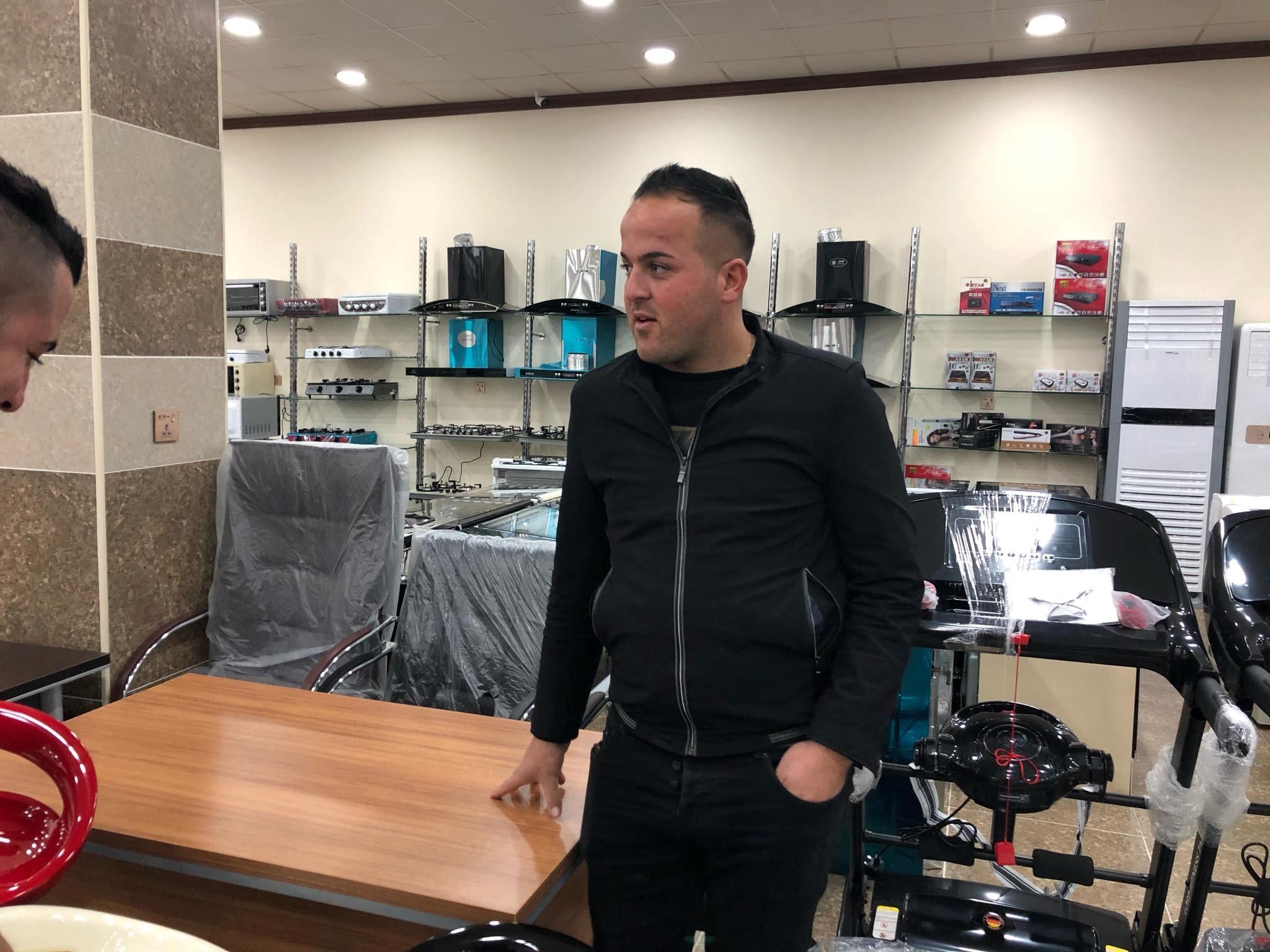 Jeevon, propriétaire du premier café à Batnaya après Daech